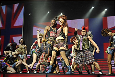 Willemijn Verkaik, DMJ und Ensemble in We Will Rock You